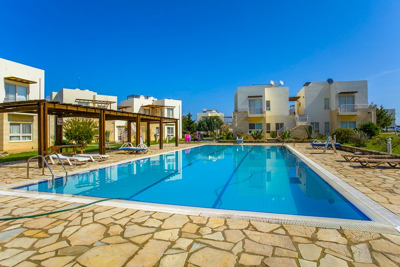 Apartment - penthouse 200 meters from the beach, holiday rental in Bahceli