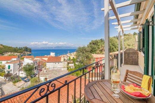 Centrally located 2 bedroom apartment w/ sea view, location de vacances à Rantatika
