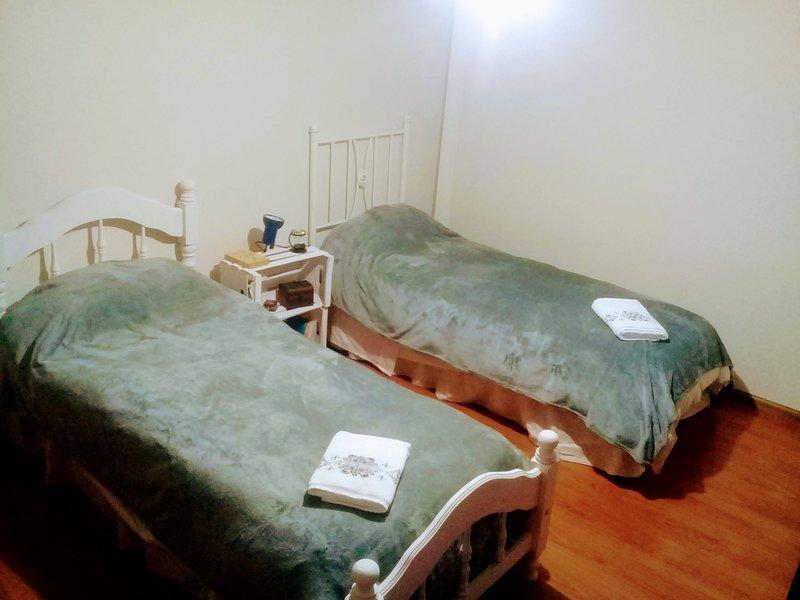 Habitación con 2 camas en estratégico lugar de la Ciudad de Mendoza, casa vacanza a Dorrego