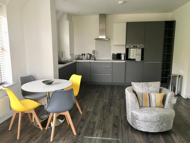 Impressive Newly Built 2 Bed Apartment, vacation rental in Colwyn Bay