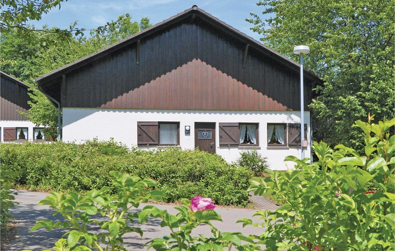 Amazing home in Thalfang with 2 Bedrooms and WiFi (DHU223), holiday rental in Bruecken