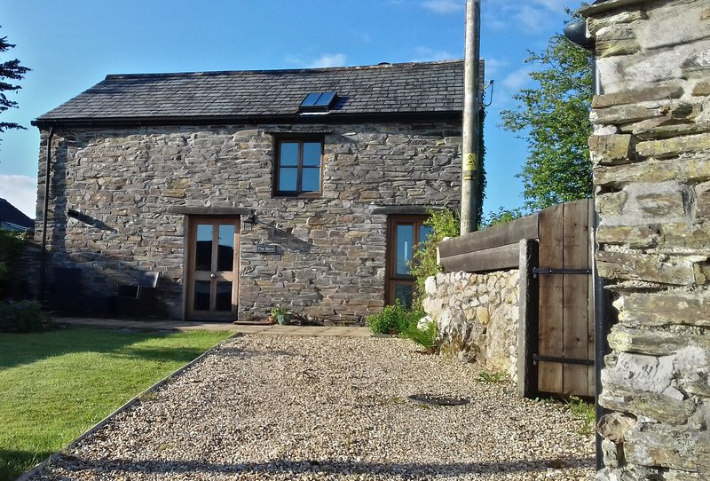 The Barn, Trelash, Otterham, a romantic retreat in North Cornwall, holiday rental in Boscastle