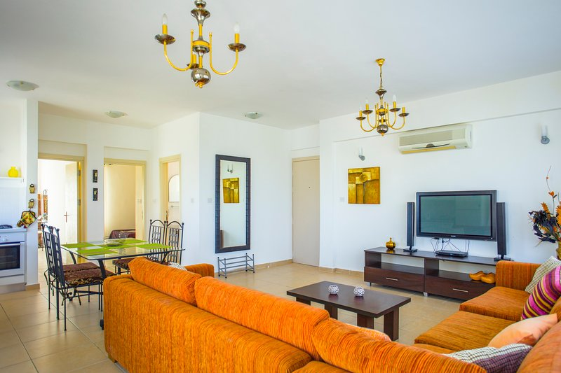 Luxury apartment by the sea, holiday rental in Bahceli