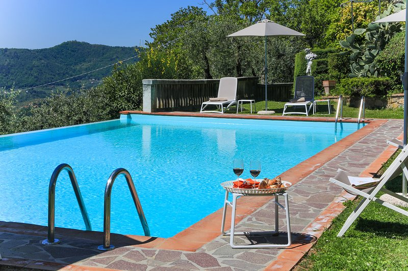 Villa Dell'Angelo 8 in Lucca with swimming pool, AirCo, views ideal for families, vacation rental in Ponte a Moriano