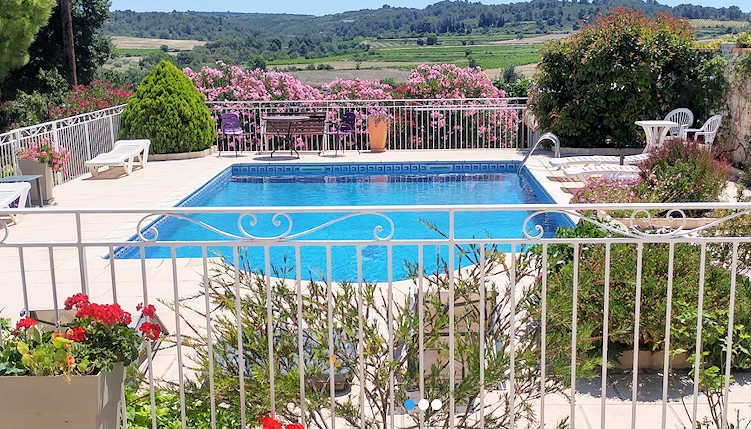 Villa Pampas, Villa with Pool in St Pons de Mauchiens, vacation rental in Lezignan-la-Cebe