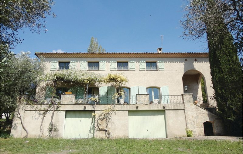 Amazing home in Pezenas with WiFi, 7 Bedrooms and Outdoor swimming pool (FLH282), holiday rental in Lezignan-la-Cebe