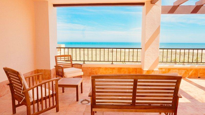 My Sunny Apt - Los Pelícanos, con piscina y 1ª linea de playa, holiday rental in Isla Canela