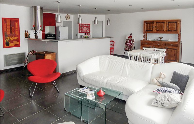 Awesome home in Sauvian w/ WiFi and 2 Bedrooms (FLH283), holiday rental in Cers