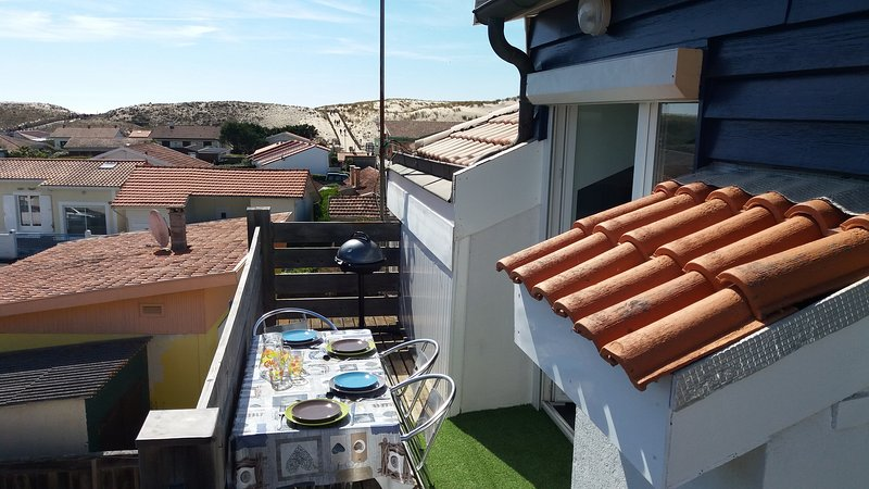 Carcans Plage Apartment with view of dunes, ideal for beach and restaurants., alquiler de vacaciones en Carcans