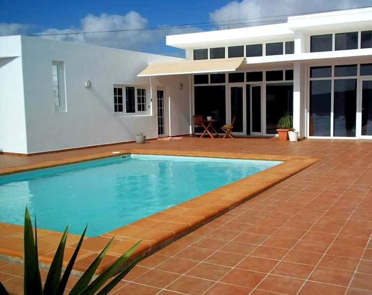 villa dulce celestin lanzarote, holiday rental in Nazaret