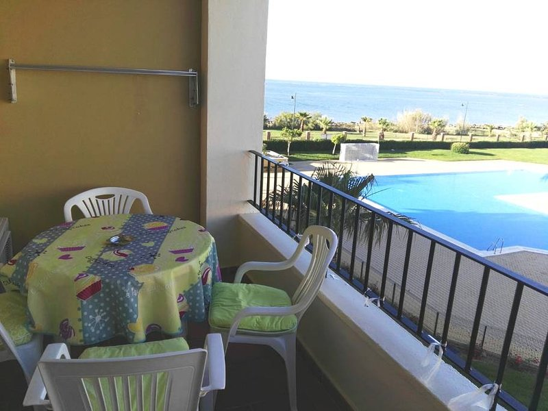 Nice apt with pool access & terrace, holiday rental in Punta del Moral