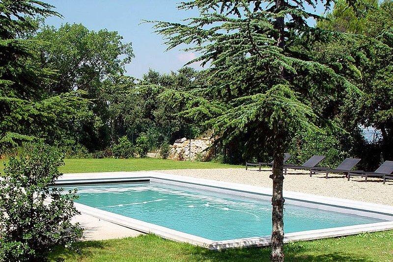 Appartement moderne dans un joli Mas Provençal  T2 RdC, location de vacances à Meyreuil