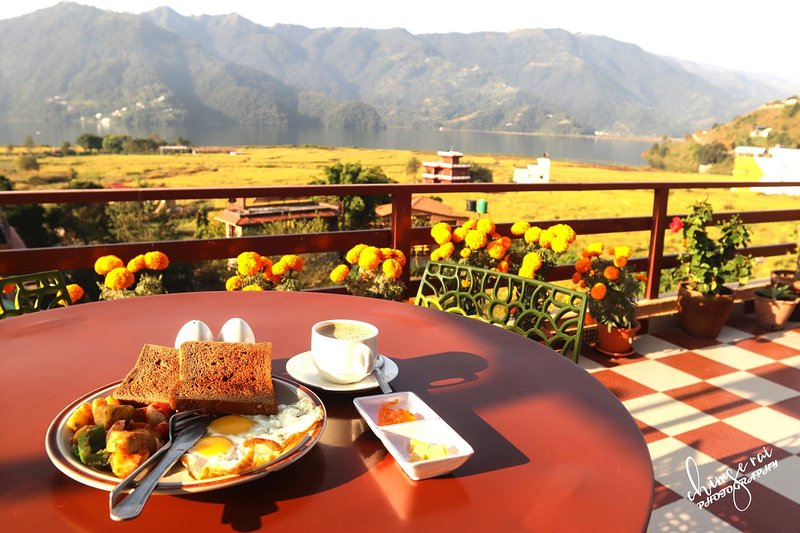 Unforgettable view of fewa lake while sipping on your coffee, holiday rental in Pokhara