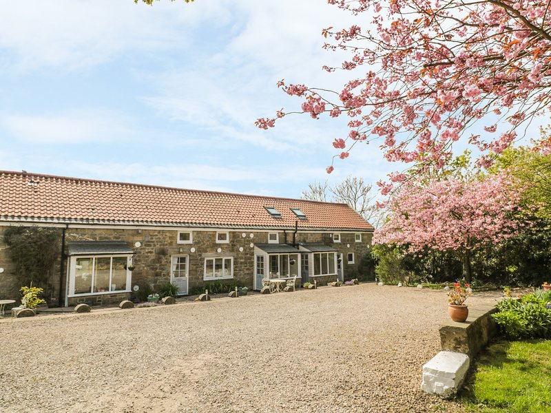 ROBIN COTTAGE, Exposed beams, Countryside views, Morpeth, holiday rental in Stanton