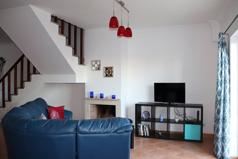 Spacious house with garden & Wifi, holiday rental in Grandola