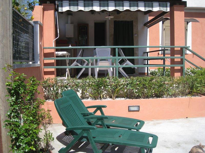 Casa vacanze Mimose- casa Tulipano, holiday rental in Centola