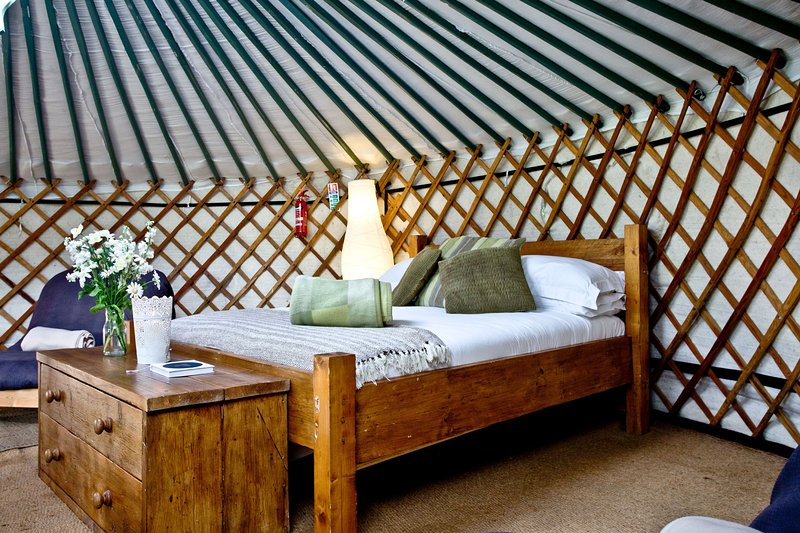 Yurt 3, East Thorne - Experience glamping in a beautiful setting, at East Thorne, location de vacances à Bradworthy