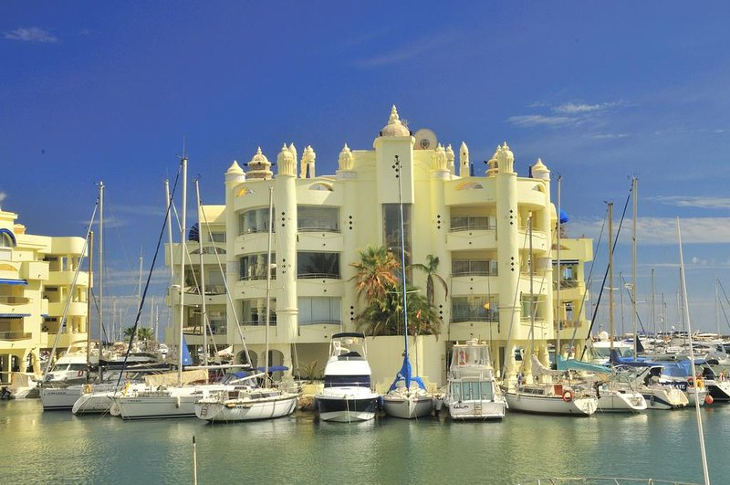 Three Bedroom -Duplex Penthouse, Rooftop Pool Benalmadena Marina, Puerto Marina, holiday rental in Benalmadena