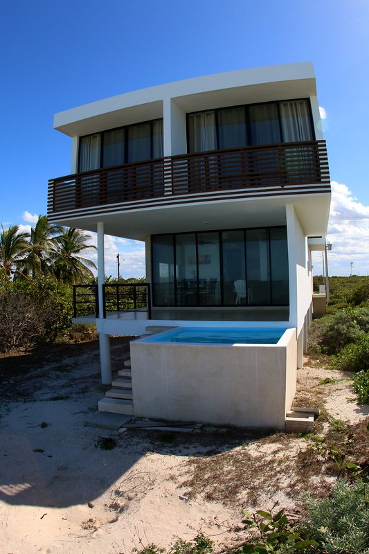 Beach front house chicxulub Yucatan Has Parking and Internet
