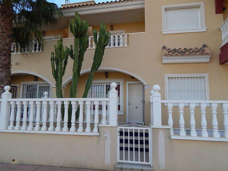Fantastic private 2 bedroom S/D villa on Puerto/EuroMarina complex,Los Alcazares, holiday rental in Los Alcazares
