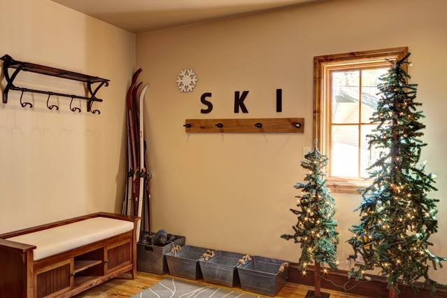 Entry area for all your ski gear or luggage