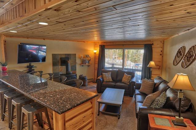Goldcamp Launchpad - Location, Hike & Hot Tub!, vacation rental in Breckenridge