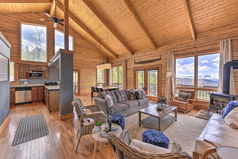 Colorado Mountain Retreat w/ Views on 45 Acres!, aluguéis de temporada em Cotopaxi