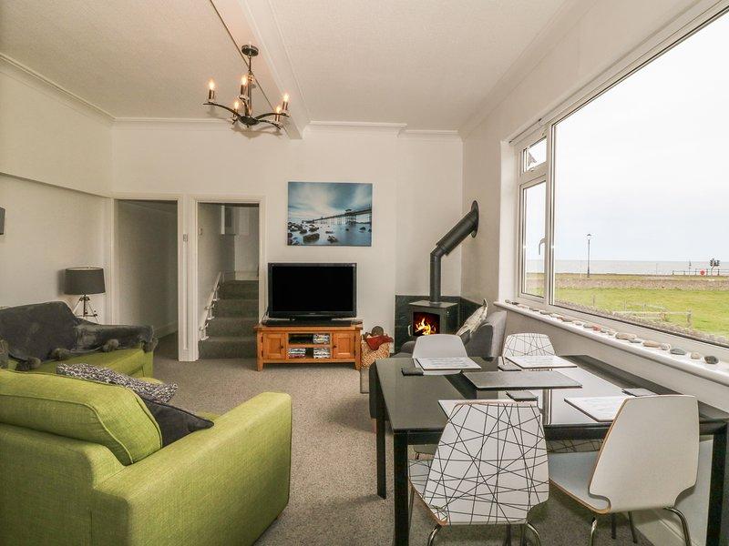 LITTLE ORME VIEW, overlooks Llandudno, en-suite, beach 2 min walk, Ref 958492, location de vacances à Penrhyn Bay