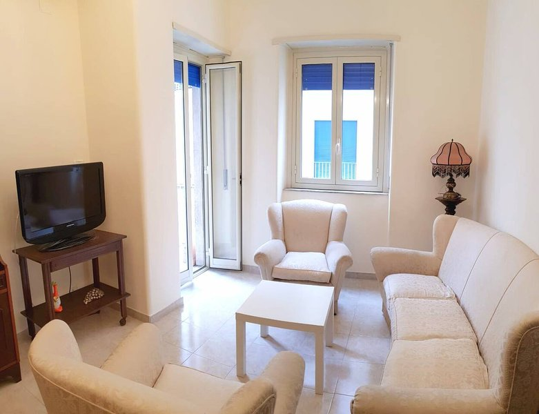 Cosy room with wifi in the city center, vacation rental in Mitogio