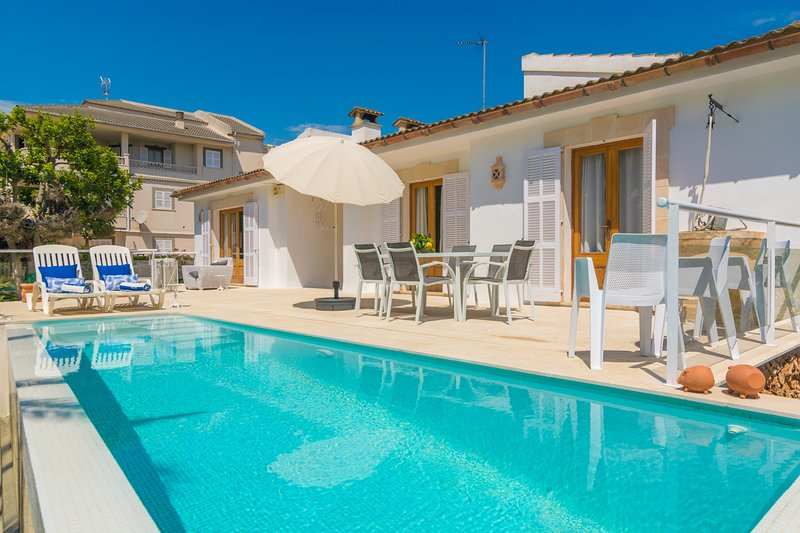 ANIMA - Villa for 7 people in Can Picafort, holiday rental in Ca'n Picafort