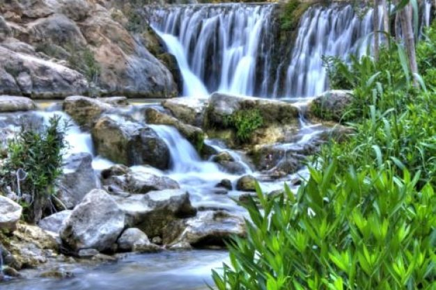 take a day trip to the nearby Fuentes de l'Algar