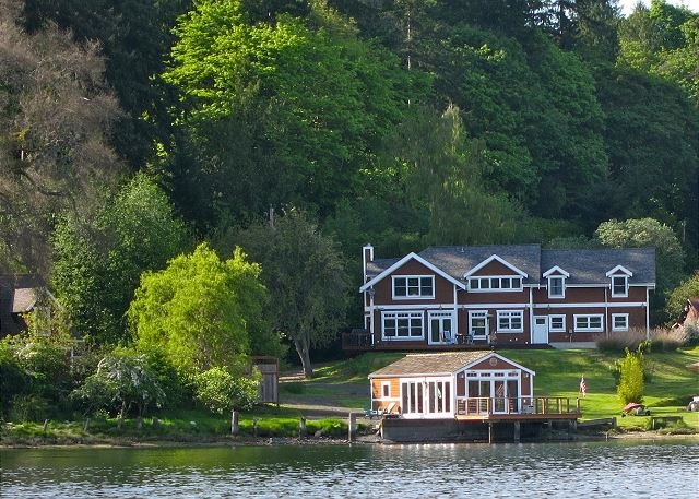 Bay View Home w/ Private Dock - 7.4 Miles to Ferry, Near Seattle, location de vacances à Bainbridge Island