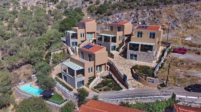 Ouzo Villas 2 3BR Villa at Ag.Isidoros, vacation rental in Varia