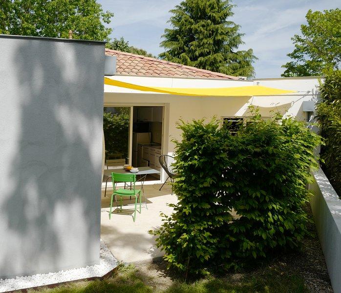 Jolie maison 2 personnes près centre Bergerac  au calme dans un écrin de verdure, location de vacances à Ville de Bergerac