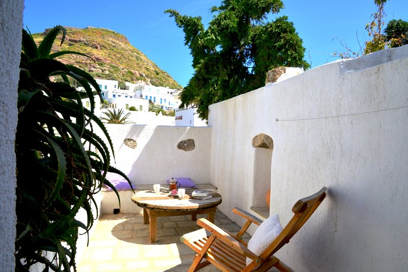 Mimallis traditional houses on Milos,Taylor's house, holiday rental in Mandrakia