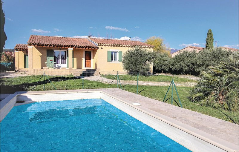 Stunning home in Caromb with Outdoor swimming pool, 3 Bedrooms and WiFi (FPV631), holiday rental in Modene
