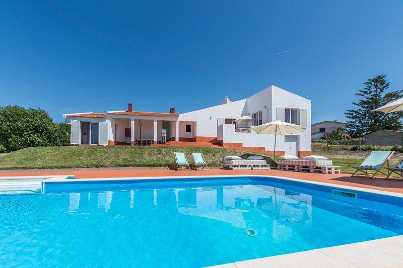 Villa Mariana - New!, holiday rental in Magoito