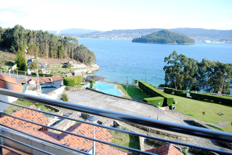 House - 4 Bedrooms with Pool, WiFi and Sea views - 107739, casa vacanza a Combarro