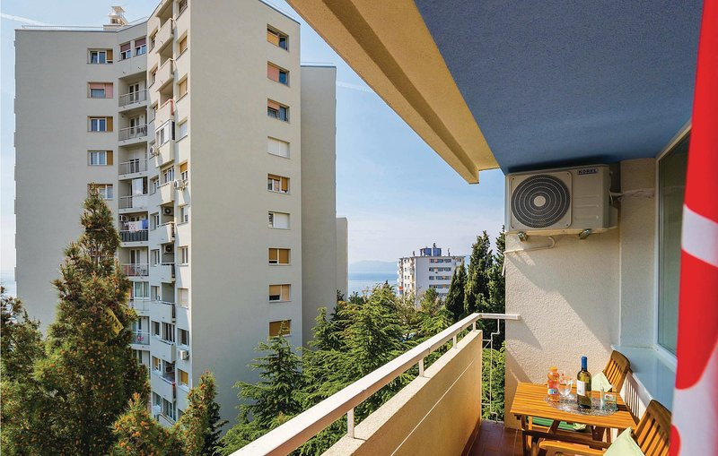 Awesome apartment in Rijeka with WiFi and 2 Bedrooms (CKO871), holiday rental in Soboli