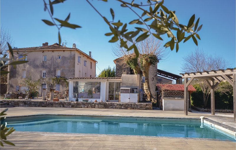 Beautiful home in Cabasse with Outdoor swimming pool, Outdoor swimming pool and, holiday rental in Cabasse