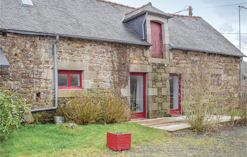 Awesome home in Pommerit le Vicomte with WiFi and 2 Bedrooms (FBC661), alquiler de vacaciones en Guingamp