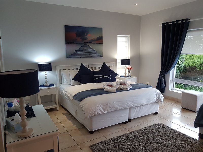 Amelia's by the Sea - Sailor's suite Luxury 4 star BnB / Self Catering, holiday rental in Great Brak River