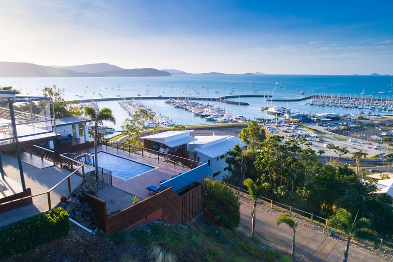 Nautilus On The Hill - Luxury Holiday Home in Central Airlie, location de vacances à Cannon Valley