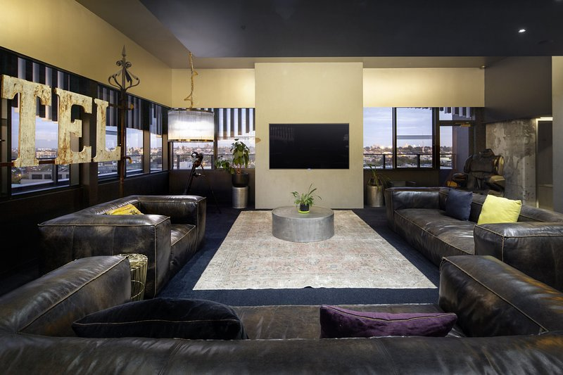 THE BIRDCAGE Luxury 4 Bedroom Penthouse Views Cinema BBQ, holiday rental in Toorak