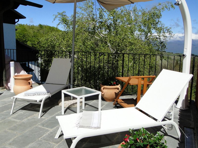 New 2019! Vianova, mountain Villetta, stunning views, own pool. Walk restaurants, holiday rental in Careggine