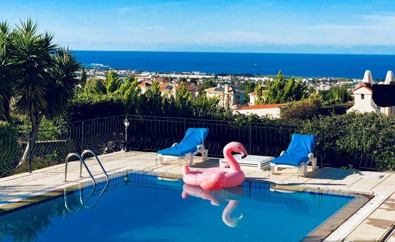 Luxury villa,Sea an mountain views,private garden.exclusive location Kyrenia, aluguéis de temporada em Bellapais