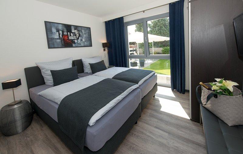 Premium-Ferienwohnung 'Garten' - barrierefrei! Apartmenthaus Horster in Bensheim, vacation rental in Gernsheim