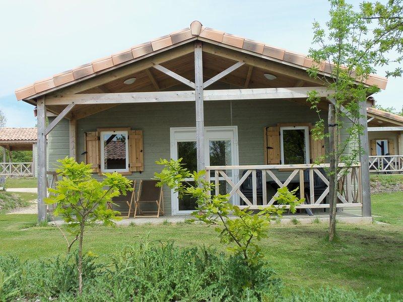 Amazing bungalow with shared pool, location de vacances à L'Aiguillon-sur-Vie