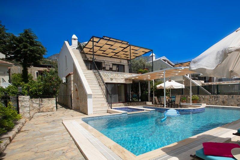 Villa Zeytin Koru, spacious 4 bed (all ensuite), holiday rental in Kalkan