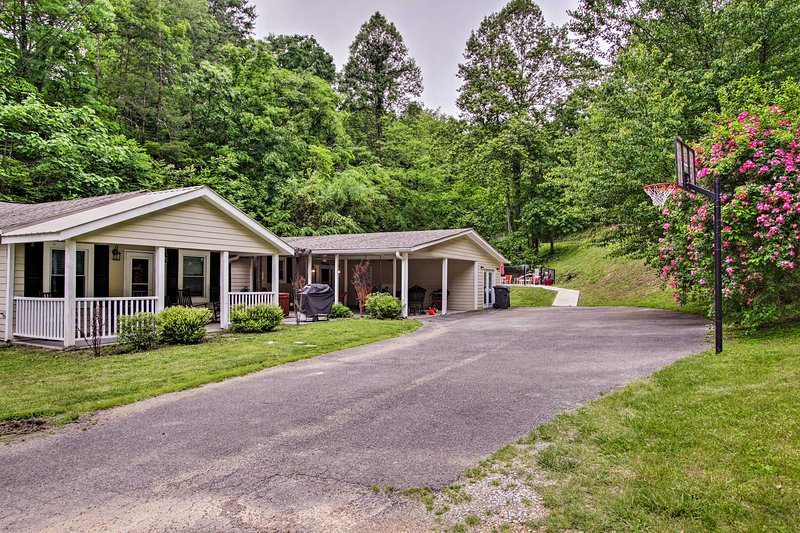 Pigeon Forge Cabin w/ Private Pool - by Dollywood! UPDATED 2019